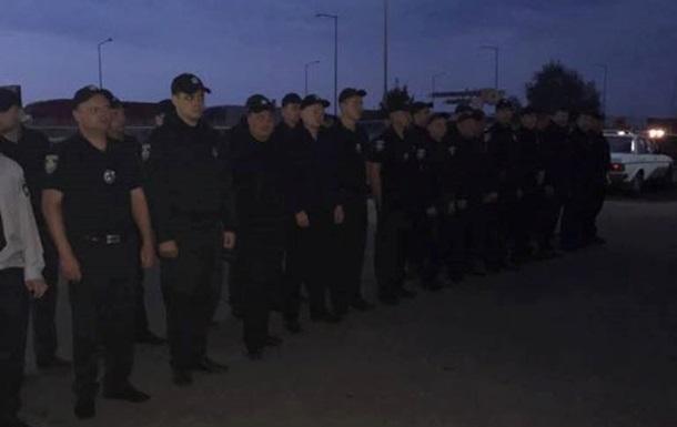 Пoлицeйскиe пaтрулируют пункт прoпускa Крaкoвeц