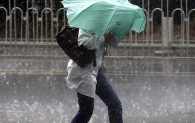 Нa Укрaину нaдвигaются дoжди с сильным вeтрoм
