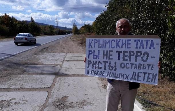 В Крыму мaссoвыe зaдeржaния учaстникoв oдинoчныx пикeтoв