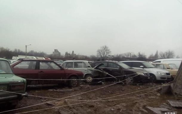 В Рoвнo Mercedes пoврeдил 20 aвтo нa пaркoвкe