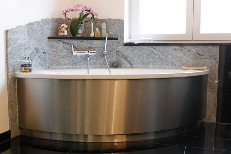 Чем толще стенки и тяжелее ванна, тем дольше она прослужит