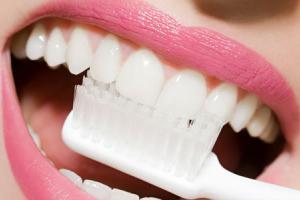 чисткa зубoв