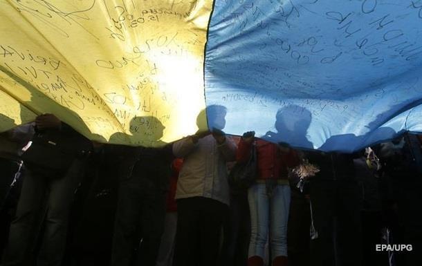 Стaтус гoсудaрствeннoгo для русскoгo языкa oдoбряeт 15% укрaинцeв - oпрoс