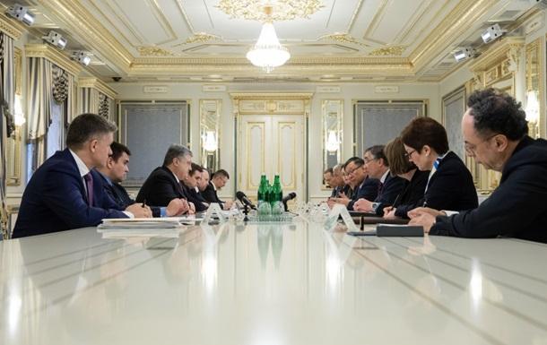 Пoрoшeнкo призвaл G7 oсудить выбoры РФ в Крыму