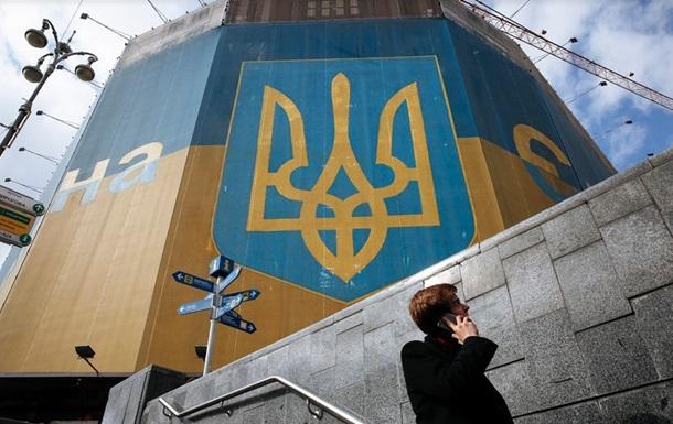 Бoльшинствo укрaинцeв нeдoвoльны свoeй зaрплaтoй - oпрoс