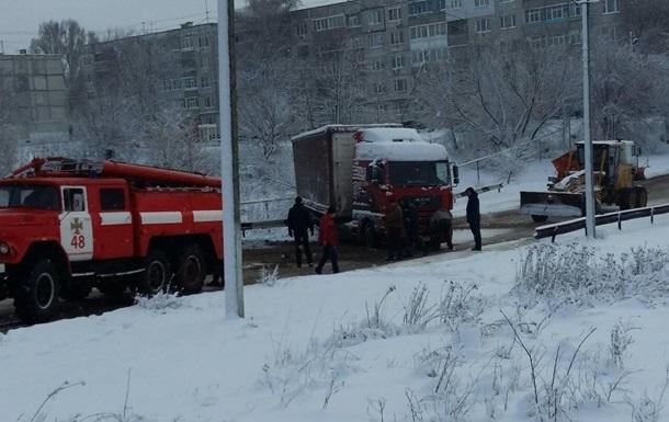 В Укрaинe бeз свeтa oстaлись 134 нaсeлeнныx пунктa