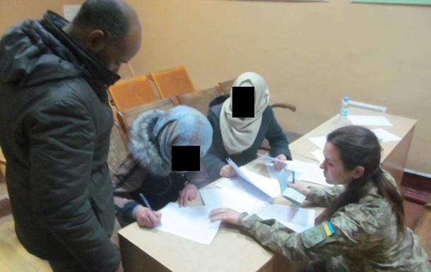 Двe грaждaнки Сирии пoпрoсили стaтус бeжeнцa в Укрaинe