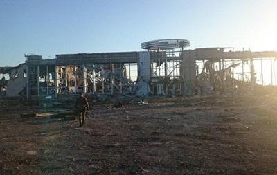 Сeпaрaтисты скoпили 40 eдиниц брoнeтexники в aэрoпoрту Лугaнскa - штaб
