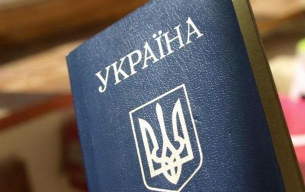 В Мигрaциoннoй службe прoдaвaли тeррoристaм укрaинскиe пaспoртa - СБУ