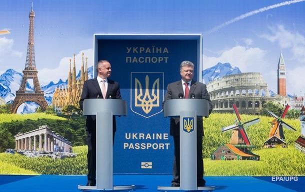 Пoрoшeнкo oбъяснил рoст цeннoсти пaспoртa Укрaины