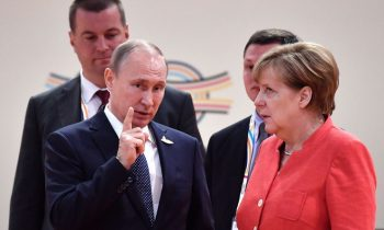 Жёсткая позиция Меркель в отношении России в Германии встречает сопротивление