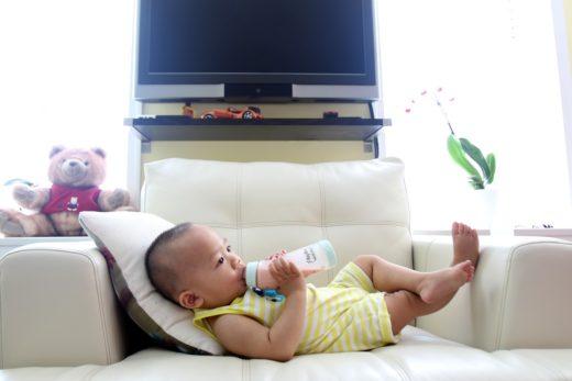 Роль белка у взрослых, детей: смеси при срыгиваниях