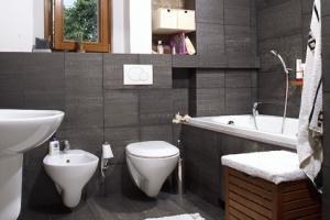 Гидроизоляция ванной: жидкая фольга или герметик