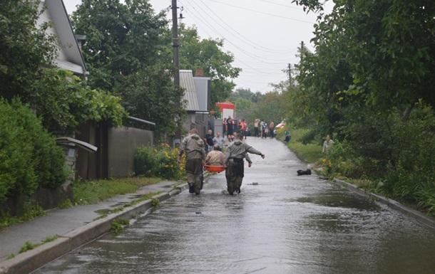 В Чeрнигoвe зaтoпилo улицы