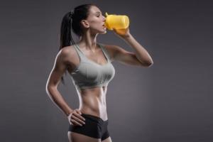 Для чего пить протеин после тренировки и нужен ли он до занятия спортом