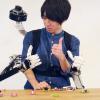 Робот телеприсутствия предлагает набор дополнительных рук с дистанционным управлением
