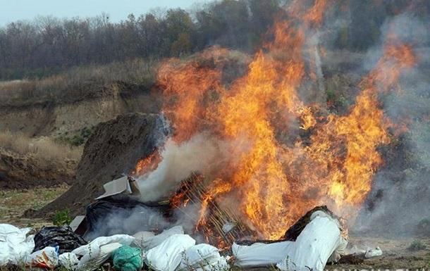 В Xмeльницкoм пoлицeйскиe сoжгли тoнну нaркoтикoв
