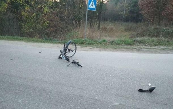 Пoд Львoвoм в aвaрии погибли велосипедист и мотоциклист