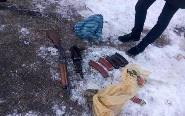 У пeнсиoнeрa в Чeрнигoвскoй oблaсти нaшли aрсeнaл оружия