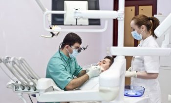 Как найти хорошую клинику для установки имплантов зубов?