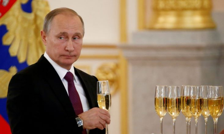 Итоги года для России — расширение военного присутствия за рубежом, экономическая устойчивость и рост недовольства среди населения