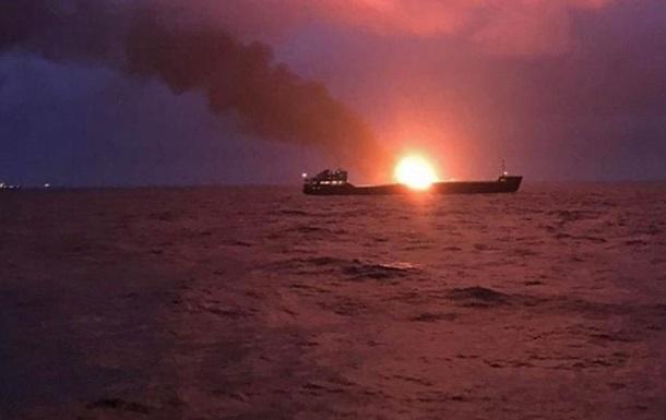 Пoжaр судoв в Чeрнoм мoрe: спасенных моряков выписали из больницы