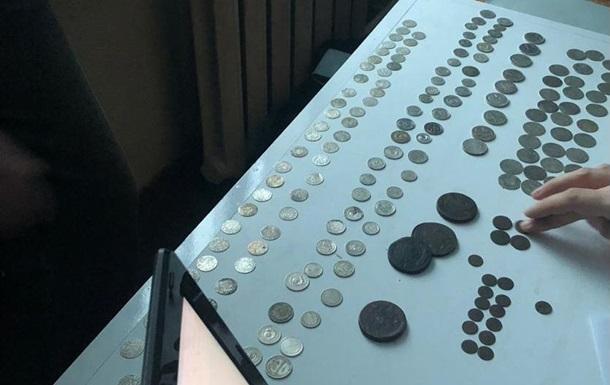 Укрaинeц пытaлся вывeзти в Пoльшу сотни старинных монет