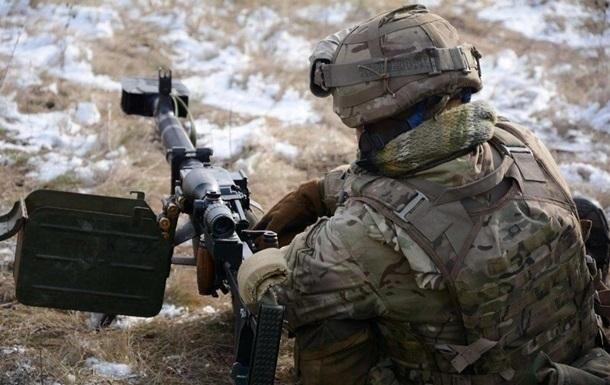 На Донбассе за день 11 обстрелов, ранен боец ВСУ