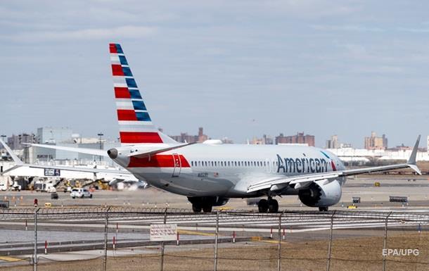 В США мужчина выпрыгнул из приземлившегося самолета