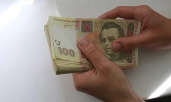 В Кабмине назвали разницу в зарплатах мужчин и женщин
