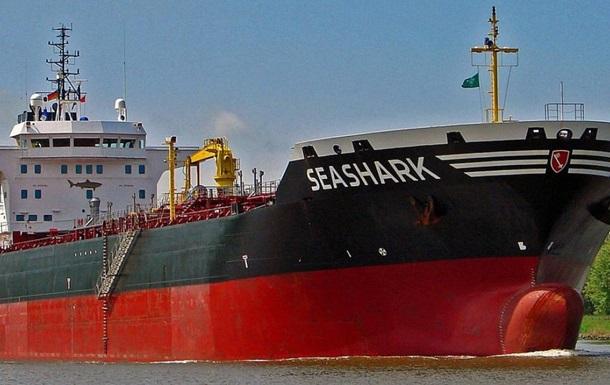 В Украину возвращаются еще девять моряков с задержанного в Египте танкера