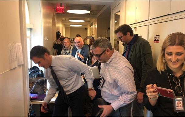 В Белом доме на журналиста упала мышь