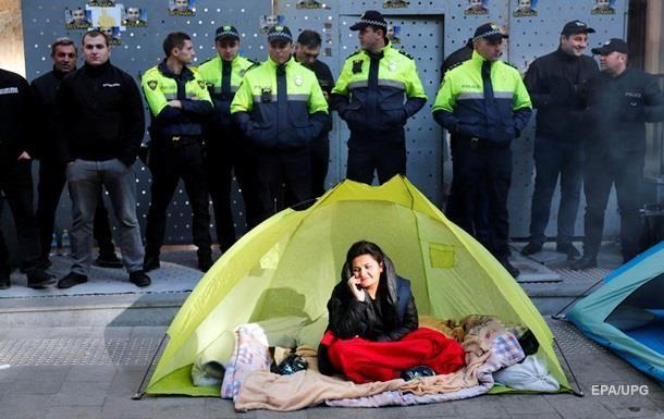 Протестующие в Грузии установили палатки возле парламента