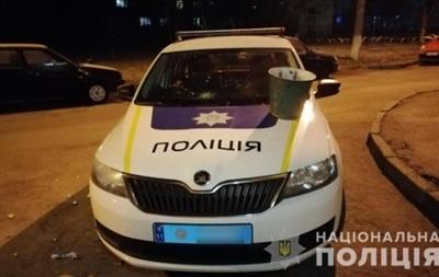 Под Киевом мужчина разбил авто копам и спрятался в кустах