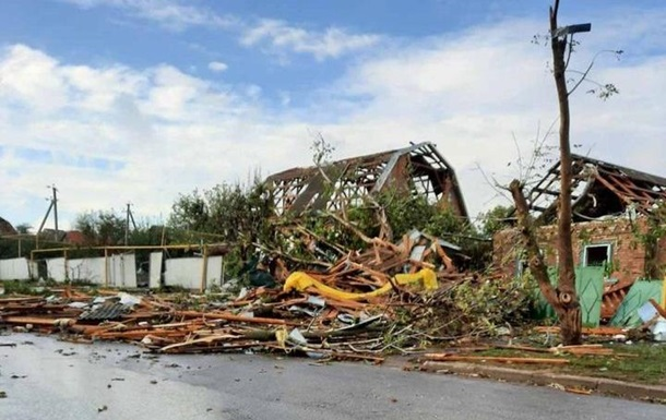 На Николаевщине ураган повредил десятки крыш