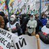 Протестующие под Радой договорились с нардепами