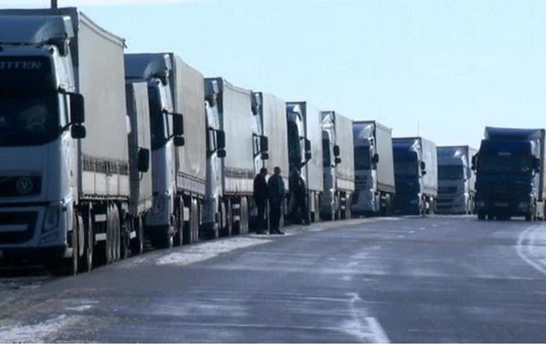Еще в двух областях ограничили движение грузовиков и автобусов