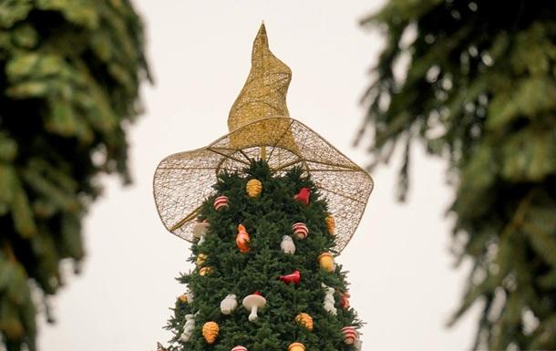 Шляпка на елке в Киеве: организаторы рассказали, что она означает