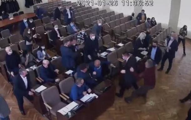 В Изюме Харьковской области подрались депутаты