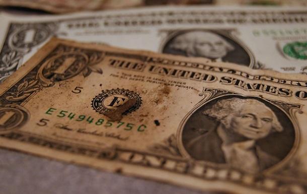 От украинских банков потребовали принимать ветхие доллары и евро