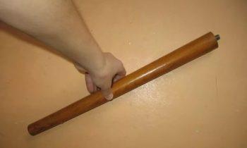 Мужчина пытался измерить ножкой от стула длину прямой кишки