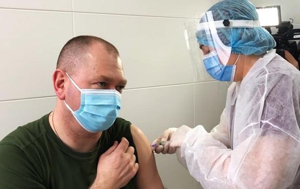 Глава Погранслужбы вакцинировался от коронавируса
