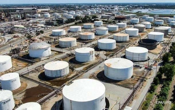В США рекордный недельный рост запасов нефти