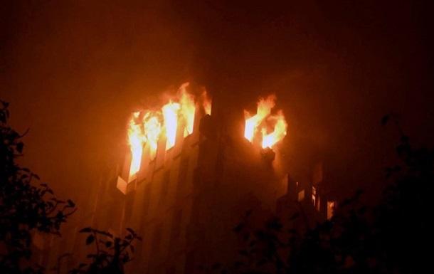 В Индии при пожаре в офисном здании погибли семь человек