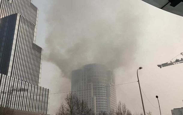 В Китае случился пожар в высотке: людей эвакуировали