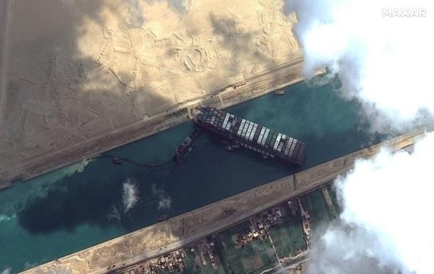 Пробка на Суэце давит на нефтяной рынок