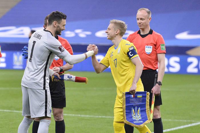 Александр Зинченко в матче против Франции