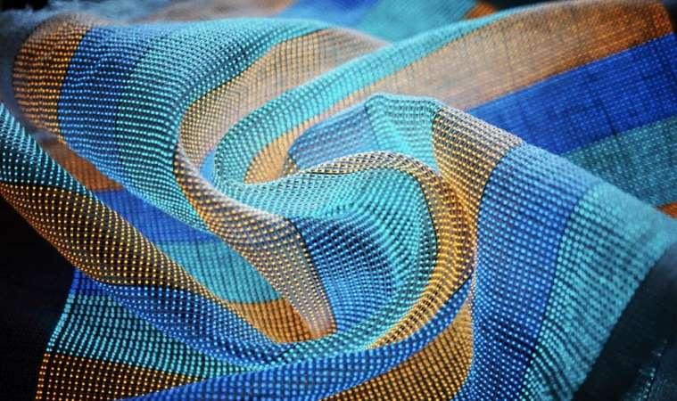 Создана «умная» ткань, способная превращать обычную одежду в огромный экран — и ее даже можно стирать!