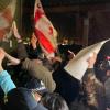 В Тбилиси забросали яйцами гостиницу, где остановился Познер