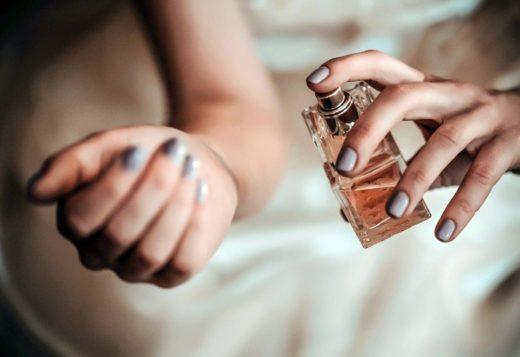 Как пользоваться женскими духами?